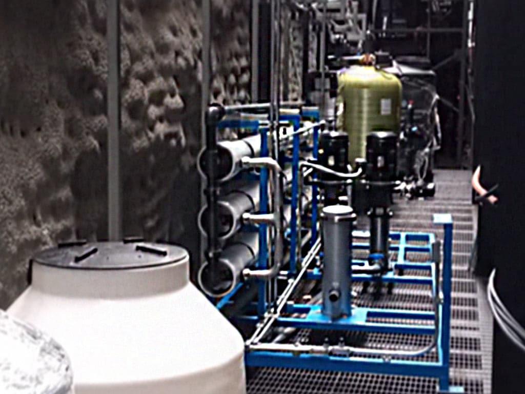 Equipo de osmosis inversa para aumentar los ciclos de un sistema de enfriamiento